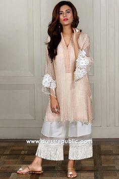 Peach kurta with white tassel palazzo Pakistani Fashion Casual, Pakistani Dresses Casual, Pakistani Dress Design, Indian Dresses, Indian Outfits, Indian Fashion, Stylish Dress Designs, Stylish Dresses, Women's Fashion Dresses