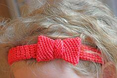 Haarschmuck mit Schleife für kleine und große Köpfe - Häkelanleitung via Makerist.de