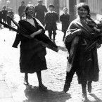 Children carrying timber from sackville street Dublin after the Sinn Fein Rising in 1916 Ireland 1916, Dublin Ireland, Old Pictures, Old Photos, Ireland Pictures, Easter Rising, South Of The Border, Reality Of Life, Irish Dance