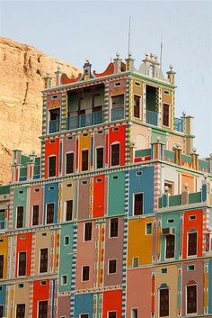 Buqshan hotel in Khalia - Yemen . I love the colors and it's setting in front of a big dirt mountain