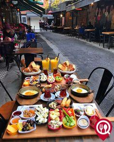 Healthy Golden Flax Breakfast Cookies - New Ideas Turkish Breakfast, Breakfast Time, I Love Food, Good Food, Yummy Food, Breakfast Around The World, Food Platters, Aesthetic Food, Snack