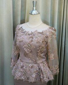"""ถูกใจ 34 คน, ความคิดเห็น 1 รายการ - @primmboutique บน Instagram: """"ชุดร่วมงานมงคลสมรสในโทนสีคลาสสิคแต่ไม่แก่ ตัดเป็นเสื้อ -…"""" Kebaya Peplum, Kebaya Lace, Myanmar Traditional Dress, Traditional Dresses, Kebaya Modern Dress, Thai Wedding Dress, Dress Brokat, Batik Fashion, Indian Gowns Dresses"""