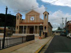 Iglesia Nuestra Señora de La Monserrate en pueblo de Florida en Puerto Rico