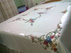 Şifanur Table Covers, Bed Covers, White Bedding, Bedding Sets, Stitch Crochet, Doilies, Bed Sheets, Bed Pillows, Decorative Boxes