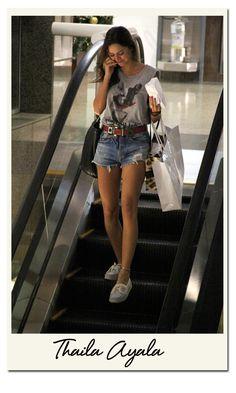 Thaila Ayala passeando no shopping.