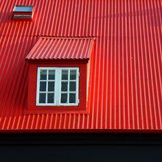 Red roof. Reykjavik, Iceland, 2011, photograph by José Eduardo Silva.