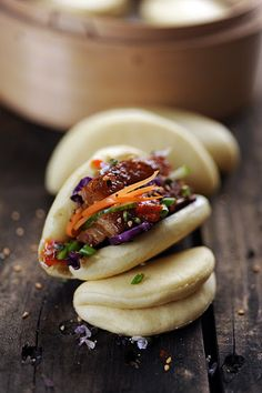 Et si on oubliait les burgers pour les Baooooo ! Tome 2 maintenant on s'occupe… Easy Diner, Dorian Cuisine, Bao Buns, Steamed Buns, Lunch To Go, Exotic Food, World Recipes, Street Food, Asian Recipes