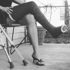 #castfetish #gips #castplaster #legcast #girlsincast #crutches #muletas #fibercast