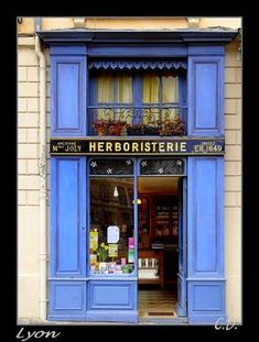 """Herboristerie, Place Saint Jean Cathedral in front of the """"Vieux Lyon"""""""