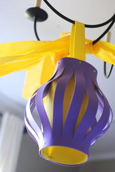 Lantern instructions - suggested to put up with yellow streamers (Rapunzel& hair). Rapunzel Birthday Party, Tangled Party, Tinkerbell Party, Disney Princess Party, Princess Sofia, Princess Birthday, 5th Birthday, Birthday Party Centerpieces, Diy Party Decorations
