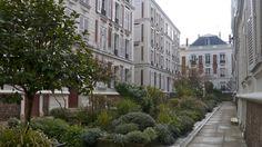 Friendly Paris: exploring the real Paris with a Greeter http://solotravelerblog.com/paris-greeter-great-for-solo-travelers/ #Paris #Free