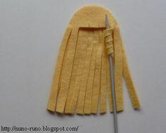 Tutorials to make felt animals and dolls, including felt wig with curls