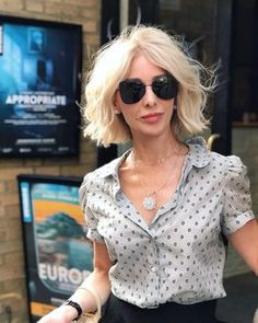 She killed me with this photo 💘 Flawless beauty 😍 🔥 ♡ Short Curly Bob, Flawless Beauty, Eyeliner, Sunglasses Women, Twitter, Instagram, Fashion, Moda, Fashion Styles