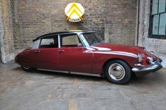 Looking for the Citroen DS of your dreams? There are currently 13 Citroen DS cars as well as thousands of other iconic classic and collectors cars for sale on Classic Driver. Citroen Ds, Psa Peugeot, Citroen Traction, Gas Monkey Garage, Dream Garage, Car Car, Old Cars, Cars And Motorcycles, Vintage Cars