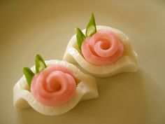 Kamaboko Roses for a New Year's Bento recipe main photo Japanese New Year, Japanese Food, Cute Bento, Food Carving, Bento Recipes, Food Garnishes, Food Decoration, Food Humor, Cute Food