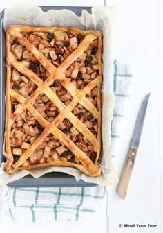 Glutenvrije perentaart met pecannoten en speculaas - Mind Your Feed Easy Pie Recipes, Healthy Cake Recipes, Apple Cake Recipes, Tart Recipes, Healthy Sweets, Sweet Recipes, Vegan Pie, Vegetarian Cake, Moist Apple Cake