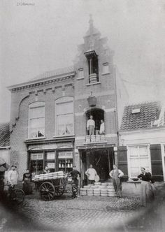 Breda - Zicht op gevel van kaashandel Voeten aan de Pastoor van Spaandonkstraat - rond 1900
