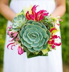 Bouquet con suculentas,Mucho color y originalidad a la hora de escoger el ramo de novia