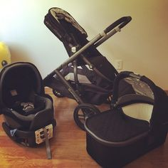 Uppababy Vista stroller with Peg Pérego car seat for our little one.