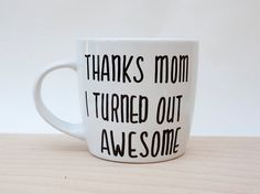 Instead of getting flowers and a hug for your mom this Mother's Day, we thought we could all get a bit more creative this year. Diy Gifts To Make, Diy Mothers Day Gifts, Mothers Day Presents, Gifts For Mom, How To Make, Family Gifts, Thank You Mom, Thanks Mom, Creative Workshop