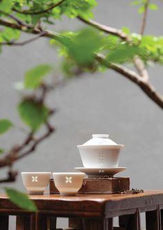 Chinese Tea Room, Asian Teapots, Tea Culture, Japanese Tea Ceremony, Tea Brands, Asian Decor, Tea Art, My Cup Of Tea, Tea Service