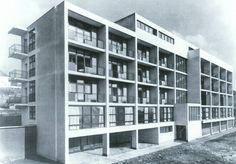 Eliska Machova students home Brno, Czechoslovakia Bohuslav Fuchs, sou. Arch Architecture, Architecture Awards, Residential Architecture, Amazing Architecture, Bauhaus, Student Home, Amsterdam, Art Deco, Constructivism