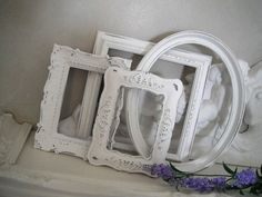I have 5 old wood/ gold/ wicker frames from goodwill to do something/ anything with in our dorm! paint them or modpod them Painted Picture Frames, Antique Picture Frames, White Picture Frames, Vintage Frames, Window Frame Crafts, Picture Frame Crafts, Dumpster Diva, College Crafts, Distressed Frames