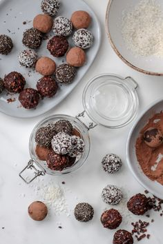 Healthy raw almond, cacao + date energy truffles- so easy to make and a great treat for children's lunch boxes. Healthy Bars, Healthy Sweets, Healthy Snacks, Healthy Recipes, Raw Almonds, Raw Chocolate, Energy Snacks, Snacks For Work, Truffles