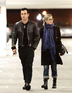 Jennifer Anniston, LOVE what you do with boots with jeans!