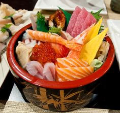 Chirashi Sushi. My favorite Japanese dish of all time. :d     Photo from http://www.orthogonalthought.com http://amzn.to/2t2Plsj
