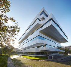 Edificio de oficinas Dominion, en Moscú, por Zaha Hadid Architects  La galería completa en