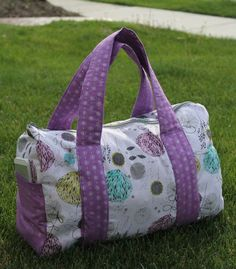 Try out this free pattern overnight duffel bag to take on your next overnight trip.