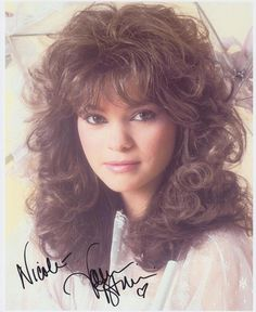 Health Hair Care Advice To Help You With Your Hair. Do you feel like you have had way too many days where your hair goes bad? 90s Hairstyles, Pretty Hairstyles, Braided Hairstyles, Medium Hair Styles, Curly Hair Styles, 1980s Hair, Valerie Bertinelli, Brunette Beauty, Stevie Nicks