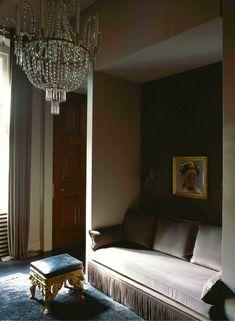 gerald schmorl, berlin: world of interiors Alcove Seating, Berlin Apartment, Interior Styling, Interior Design, South Shore Decorating, Pretty Bedroom, World Of Interiors, Interior Inspiration, Family Room