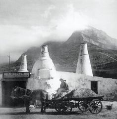 The lime kilns in Mowbray in with Table Mountain in the background Old Pictures, Old Photos, Vintage Photos, Table Mountain, Most Beautiful Cities, African History, Countries Of The World, Cape Town, Historical Photos