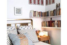Deco: una casa taller La lámpara hongo es de Pehache, la manta, de L y R, y el almohadón, de Salmón Tienda. / Magalí Saberian. Producción de Yamila Bortnik