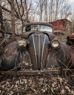 Super Ideas Old Cars Art Abandoned Places Abandoned Houses, Abandoned Places, Abandoned Vehicles, Hudson Terraplane, Pompe A Essence, Rust In Peace, Rusty Cars, Vintage Trucks, Old Cars
