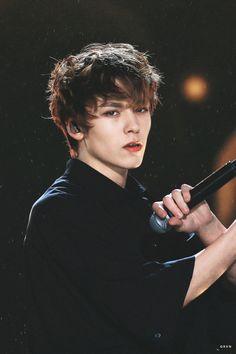 He looks etheral // Vernon svt Wonwoo, Woozi, Jeonghan, Seungkwan, Going Seventeen, Vernon Seventeen, Seventeen Debut, Hoshi Seventeen, Seventeen Memes