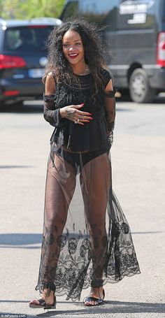 Rihanna from The Big Picture: Today's Hot Photos Moda Rihanna, Rihanna Daily, Rihanna Show, Rihanna Riri, Rihanna Style, Rihanna 2014, Rihanna Fashion, Rihanna Outfits, Gucci Outfits