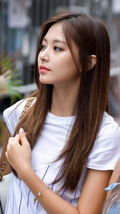 Twice-Tzuyu 180713 Music Bank Prerecording Kpop Girl Groups, Kpop Girls, Korean Beauty, Asian Beauty, Tzuyu Body, Prity Girl, Chou Tzu Yu, Beautiful Asian Women, Nayeon