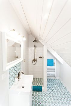 our granada cement tiles add colour to this neat bathroom, don't they Tile Installation, Splashback, This Is Us Quotes, Granada, Marrakesh, Bathroom Flooring, Bathtub, Bathrooms, Cement Tiles