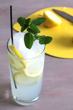 The Limoncello Collins cocktail drink recipe, featuring limoncello, gin, lemon juice and club soda, is perfect for barbecues.