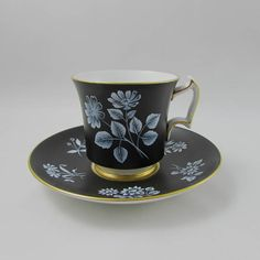 Royal Chelsea Black Tea Cup and Saucer with White Flowers, Vintage Bone China Antique China, Vintage China, Vintage Fur, Vintage Items, Flower Tea, Chocolate Cups, Perfect Cup, Hot Coffee, Coffee Mugs