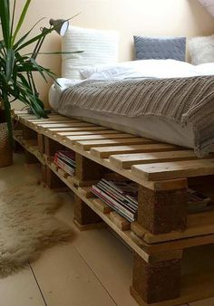 Home-built pallet furniture ideas and the best way to turn your own furniture away from pallets, choose post consumer pallet woodworking to design the next masterpiece! Pallet Bed Frames, Diy Pallet Bed, Wood Pallet Beds, Pallet Room, Pallet Home Decor, Pallet Ideas, Room Ideas Bedroom, Bedroom Decor, Pallet Bedroom Furniture
