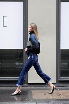 awesome How to wear cropped jeans this winter , Check out how to style cropped jeans this winter. Elevate your denim game by pairing your short flare jeans with stylish ankle boots and smoking slipp. Denim Fashion, Look Fashion, Fashion Outfits, Net Fashion, Denim Outfits, Street Fashion, Looks Com Jeans Skinny, Super Skinny, Skinny Jeans