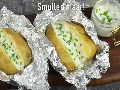 Gepofte aardappelen uit de Airfryer - YouTube Air Fryer Recipes, Cheese, Baking, Ethnic Recipes, Tips, Youtube, Food, Meal, Bread Making