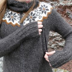 Gamlalón is a little Icelandic yoke cropped sweater, very fine and ultralight, knitted with the soft Icelandic lambswool yarn Gilitrutt. Intarsia Knitting, Knitting Charts, Hand Knitting, Knitting Patterns, Maude, Icelandic Sweaters, Ravelry, Knit In The Round, Outdoor Outfit
