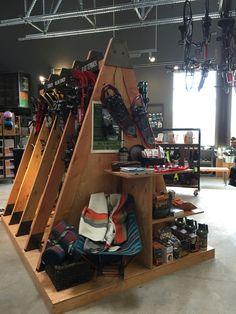 would be a cool display to walk into Retail Interior Design, Retail Store Design, Merchandising Displays, Store Displays, Climbing Shop, Ski Decor, Retail Fixtures, Wood Store, Outdoor Store