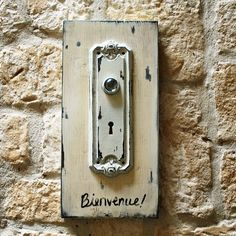 I believe this is a doorbell. Ding dong!
