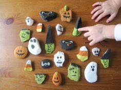 We've had fun doing Halloween activities the last few days. Halloween rock painting Bryn and I walked to the Bost. Halloween Rocks, Halloween Crafts For Kids, Halloween Projects, Fall Halloween, Halloween Decorations, Craft Projects, Halloween Activities, Halloween Ideas, Halloween Science